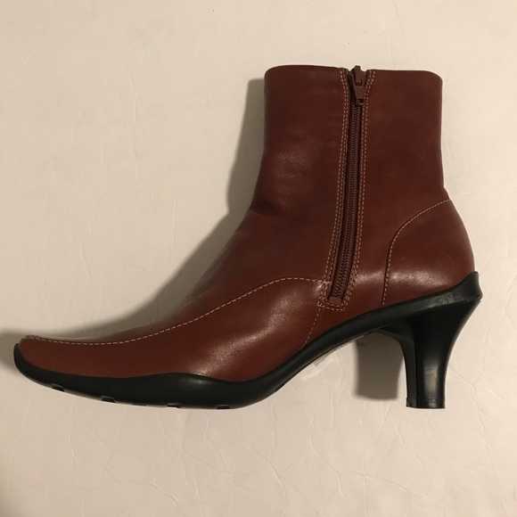 NEW Kenneth Cole Square Toe Ankle Booties